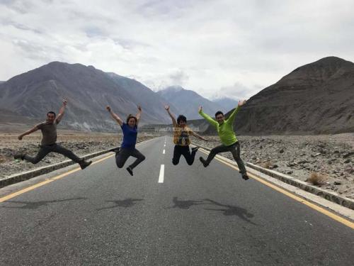 Hunza-Blossom-Tour-Vietnamese-Group-with-HunzaExplorers-1002